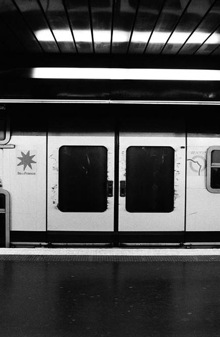http://florianmaurer.fr/files/gimgs/6_florian-maurer-photographie-metro-rer-9.jpg