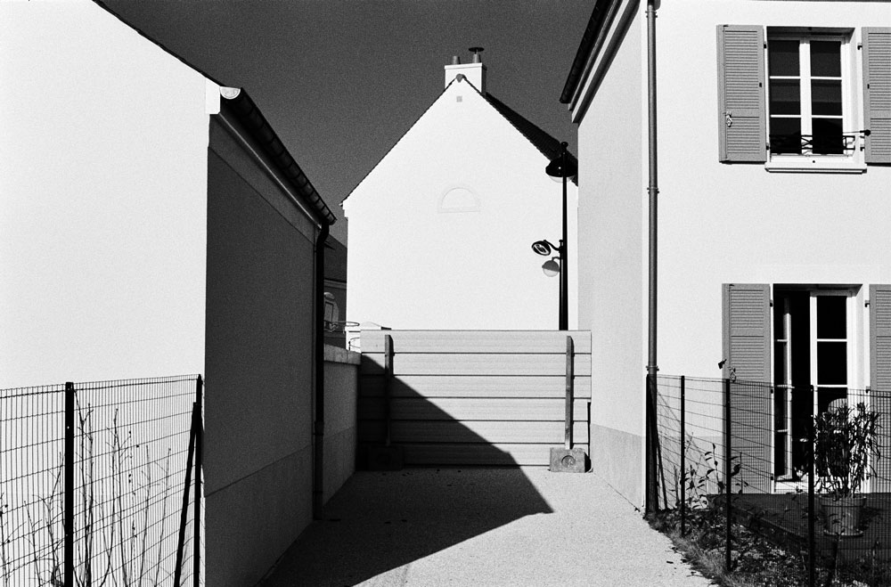 http://florianmaurer.fr/files/gimgs/7_florian-maurer-photographie-decor-habitable-1.jpg
